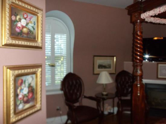 Cobblestone Manor Luxury Historic Inn: bedroom