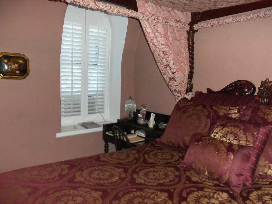 Cobblestone Manor Luxury Historic Inn: Room