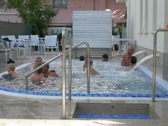 Hotel Thea : piscine