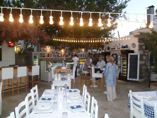Garo's: Restaurant