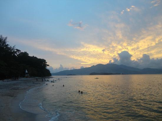 Camayan Beach Resort and Hotel: SUNSET