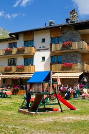 Hotel Alpina Fiescheralp : Hotel and Restaurant Alpina