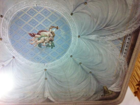 Il Casato Residenza d' Epoca : our room ceiling