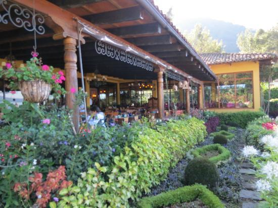 Hotel Atitlan: exteriores