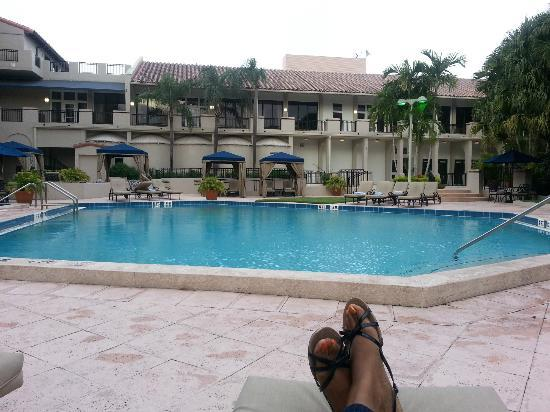Wyndham Boca Raton Hotel: Pool with relaxing spa music with plenty of quiet spots to read