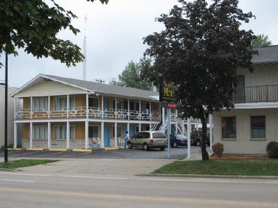 Starlite Motel: View of two story motel building