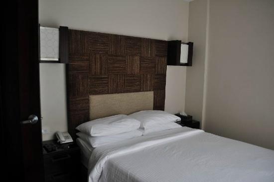 Two Seasons Boracay Resort : Junior suite pool access (Master bedroom)