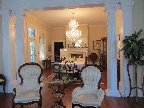 Trinkle Mansion Bed & Breakfast: Dining Room