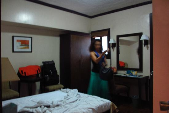 El Cielito Inn: The room