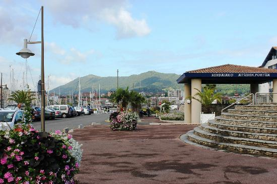 Plage d'Hendaye : Hendaye, the harbour, and spanish hills in Background