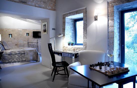 Torri e Merli Hotel : Melograno standard suite