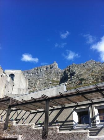 Best Western Cape Suites Hotel: a view of the cable car run at table mountain, unless it's sunny, don't go up :)