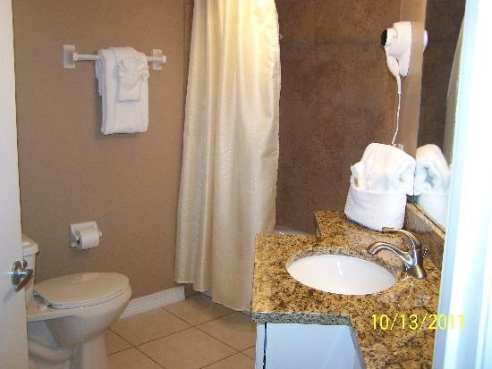 Coconut Palms Beach Resort 1: Master Bath