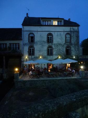 Auberge des Vieux Moulins Banaux: Terrace dining