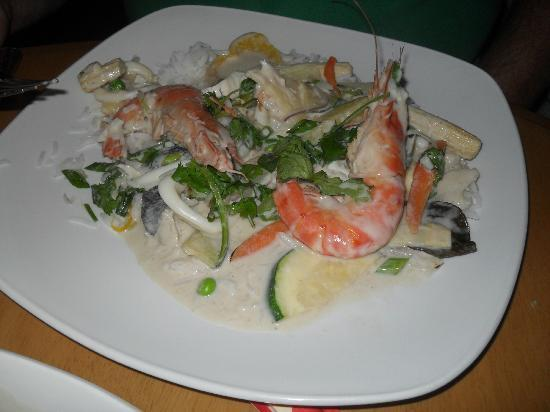 Westberry Hotel & Restaurant: Seafood green Thai curry - Yummy!