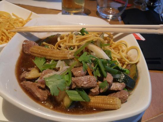 Westberry Hotel: Beef stirfry with egg noodles in Oyster & ginger sauce
