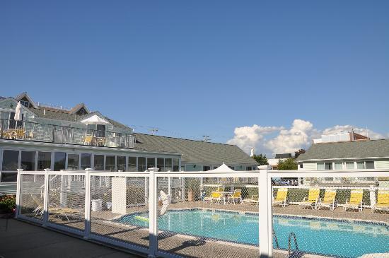 أنكور إن دستنكتيف وترفرونت لودجينج: Swimming pool 