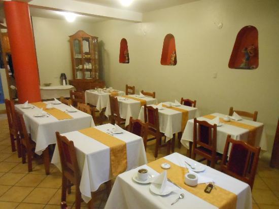 Pacha Hotel Museo: zona de desayuno junto al lobby y el estar: un mismo lugar