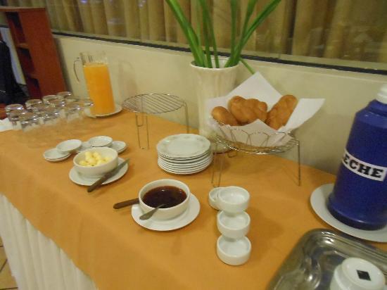 Pacha Hotel Museo: desayuno: muy escaso, baja calidad