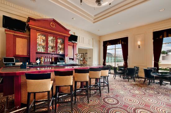 Hilton Madison Monona Terrace: Olive Bar