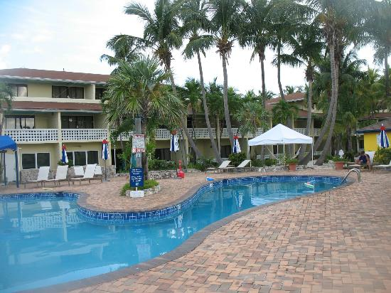 Bimini Big Game Club Resort & Marina: Pool area at the Bimini Big game club
