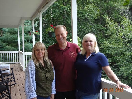 Bald Mountain House at the Wolf Laurel Resort: Wife Anne w/ Owners Monica & Tony Martin
