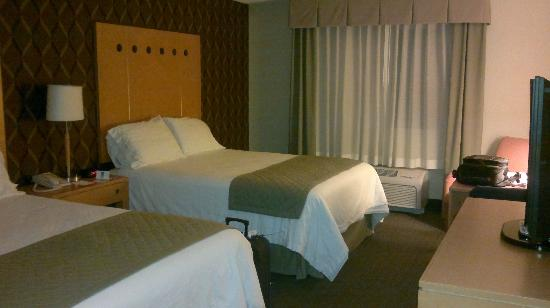 Holiday Inn Express Hotel & Suites Monterrey Aeropuerto: Habitacion doble