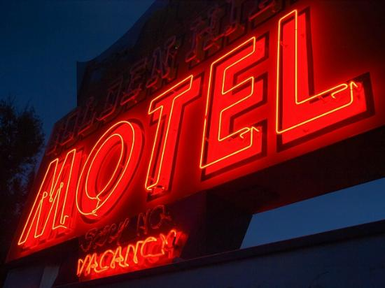 Golden Hills Motel: Proper motel! proper neon sign!
