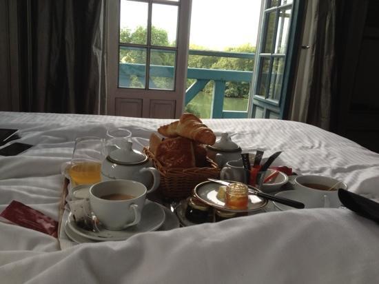 le moulin des connelles : le petit dejeuner continental : tres bonne viennoiserie