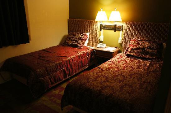 Wyndham Garden Guam: ベッドルームは必要にして十分