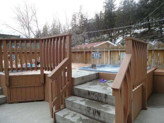 Lobstick Lodge: One of the outdoor hot tubs