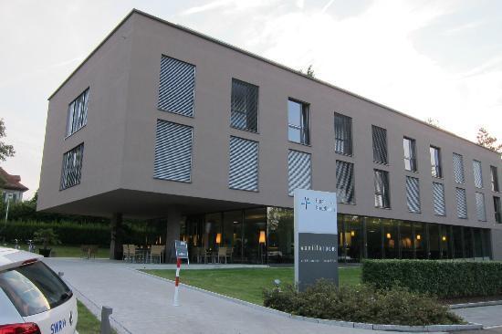 Hotel Kreuzlingen am Hafen: Vista dell'hotel fronte lago