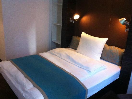 Hotel Motel One Frankfurt-East Side: Zimmer 208