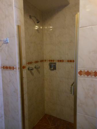 Hotel Suenos del Inka: ducha del baño de la primera habitacion