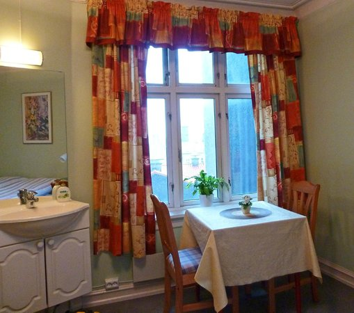 Skiven Guesthouse : Cozy to a T.