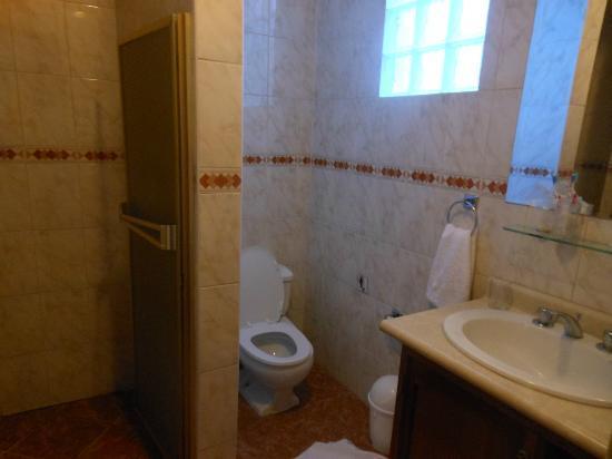 Hotel Suenos del Inka: baño de la segunda habitacion donde nos alojamos