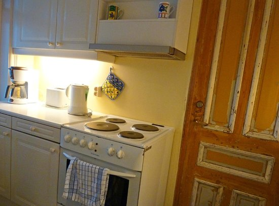 Skiven Guesthouse : Shared kitchen - everything you need to eat in, well-maintained and pristine.