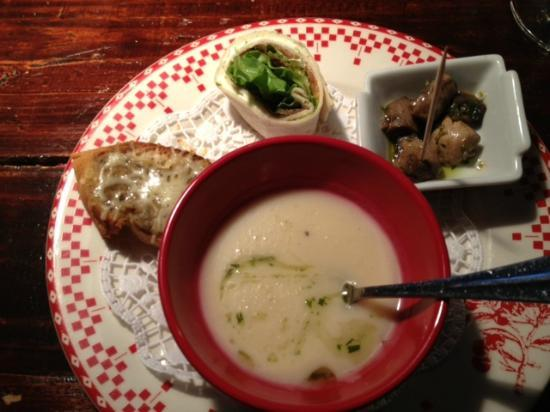 Rouge: Soup and accompaniments