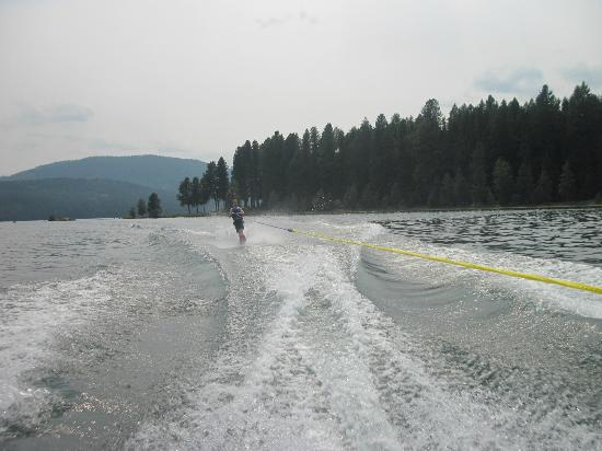 Dover Bay Resort Sandpoint: Lake is calm and quiet early in the morning for waterskiing nearby