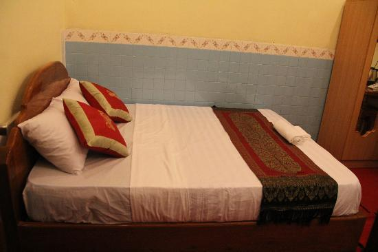 Golden River Palace Guesthouse: Deluxe King
