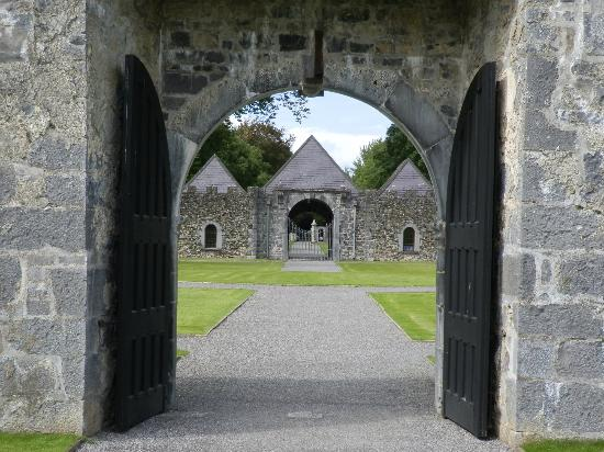 Portumna Castle: entry
