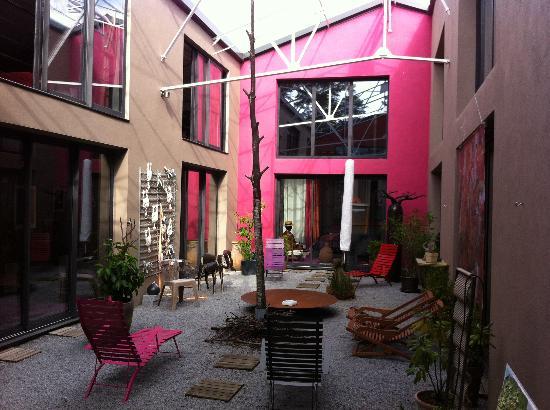 Le Poteau Rose : Le patio