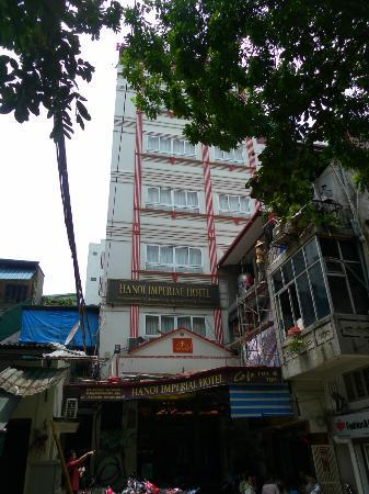 Hanoi Imperial Hotel: The view of the front of the hotel
