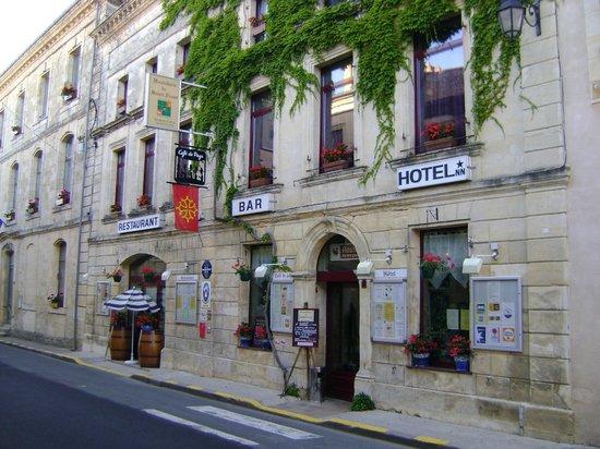 2) Façade de l'hostellerie de Saint Front