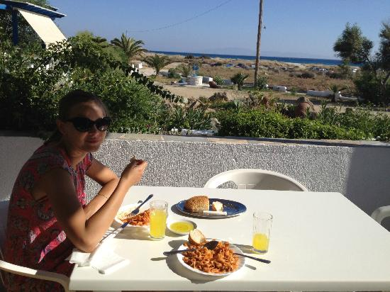Coralli Beach Apartments: Enjoying a homemade lunch on our private balcony with ocean view