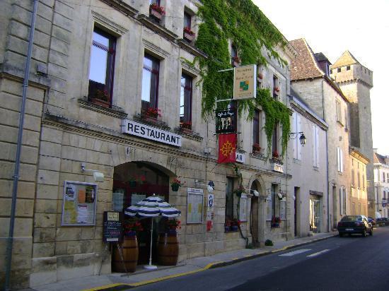 1) Façade de l'hostellerie de Saint Front