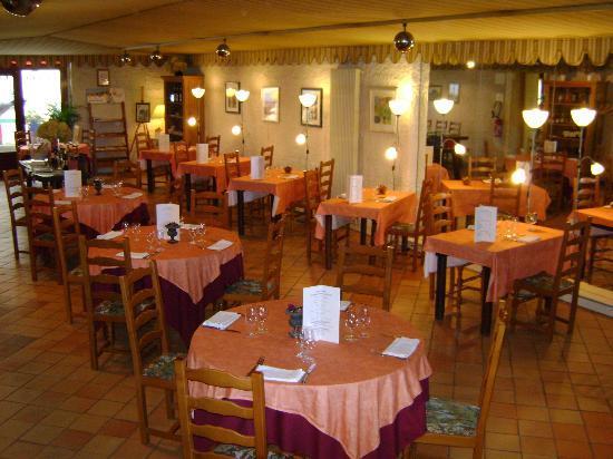 7) Salle de Restaurant de l'hostellerie de Saint Front