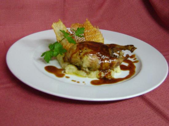 13) Assiette de l'hostellerie de Saint Front