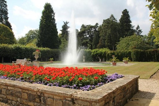 Arley Arboretum: Our centrepiece of the Italian Garden..The spectacular centre jet reaches a height of 18 feet!