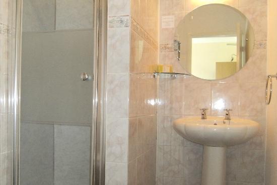 St Stephens Guest House: Bathroom